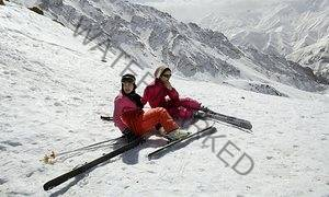 Dress code appears more relaxed on Iran's ski slopes