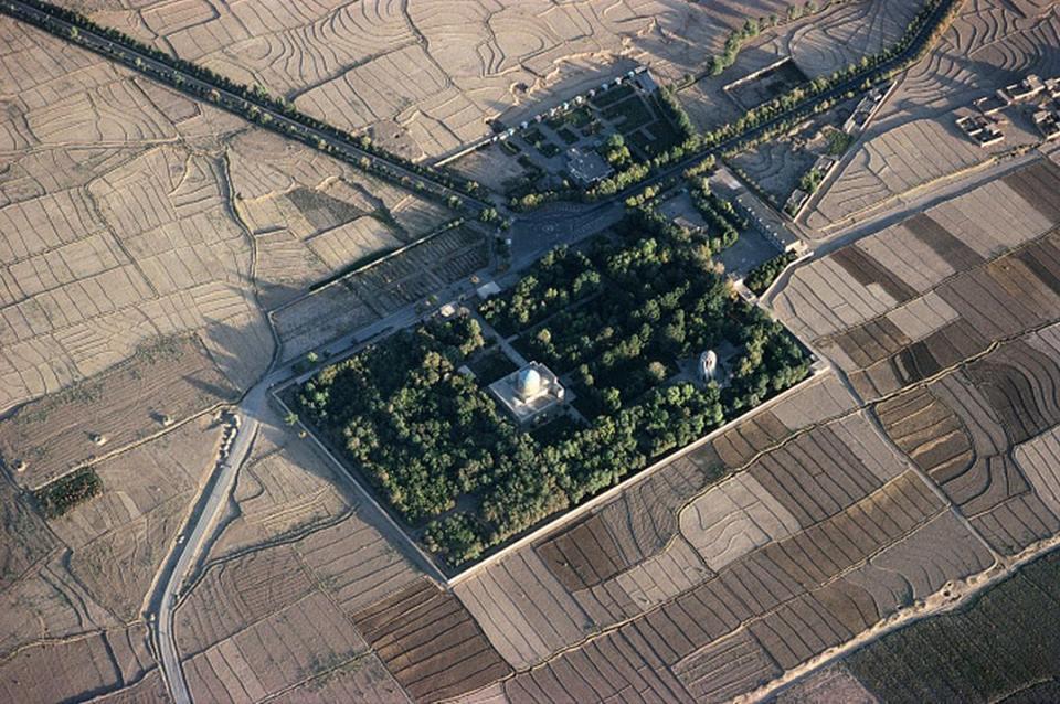 A Gem Garden of Nishapur