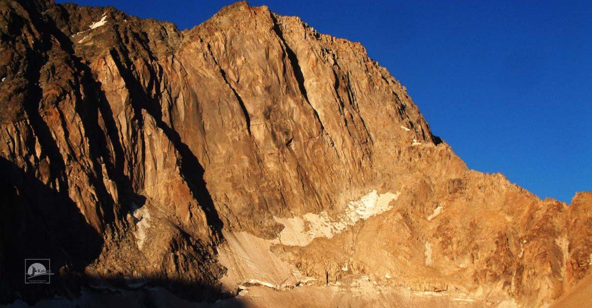 alam-koh-1-1210x630 Behistun Wall & Alam-Kuh Wall Rock Climbing