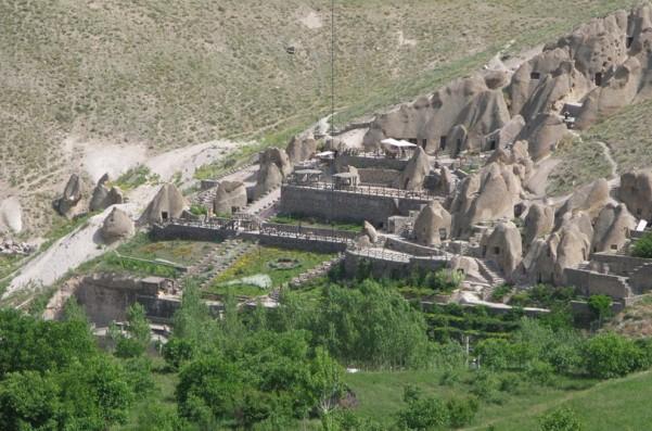 1484338429_925_kandovan-rocky-hotel-iran-travel-trip-to-iran Kandovan Rocky Hotel - IRAN TRAVEL, TRIP TO IRAN News